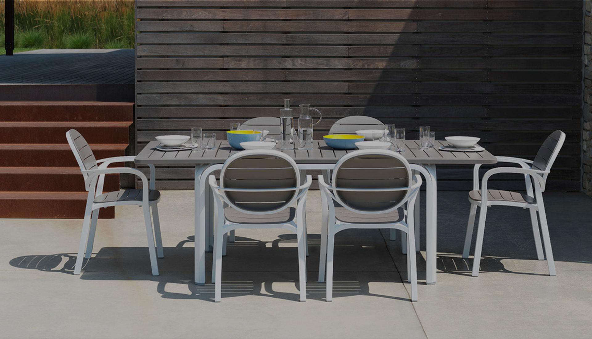 Arredamento Tavolo Da Giardino.Tavoli Da Giardino Arredamenti Ferrarese